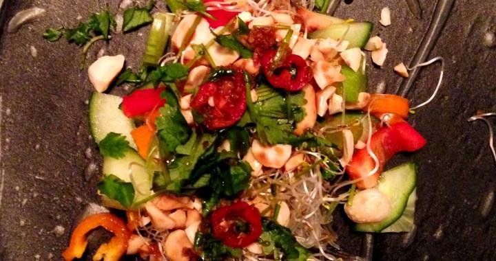 rispapperswrap-med-glasnudlar-och-grönsaker-alt